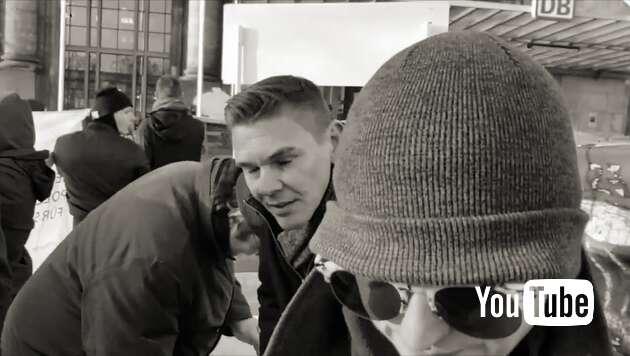 Embedded thumbnail for AfD-Stand von Antifa eingekesselt - Polizei schaut zu