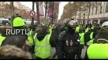 Embedded thumbnail for Livestream: Paris - Protest der Gelbwesten